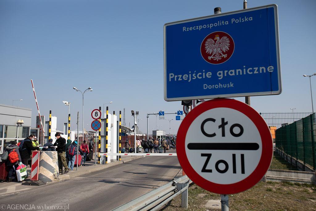 Prawie 11 proc. Polaków żyje na emigracji