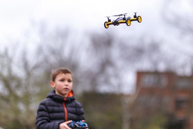 Niektóre drony posiadają wbudowaną kamerę, która pozwala zrobić ciekawe zdjęcia czy wideo okolicy