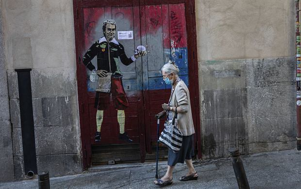 W Hiszpanii do tej pory odnotowano ponad 640 tys. zakażeń, zmarło prawie 30 500 chorych na Covid-19.