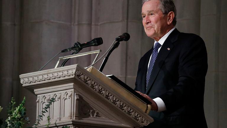 George Bush Junior podczas uroczystości pogrzebowych
