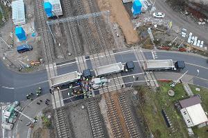 Przejazd kolejowy pod Pruszkowem odblokowany. Pociągi znów kursują [WIDEO]