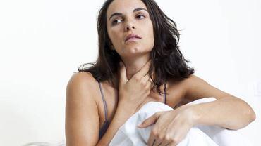 """Ból gardła, problemy z przełykaniem i uporczywy kaszel mogą być zapowiedzią czegoś groźniejszego, niż """"zwykła"""" infekcja"""