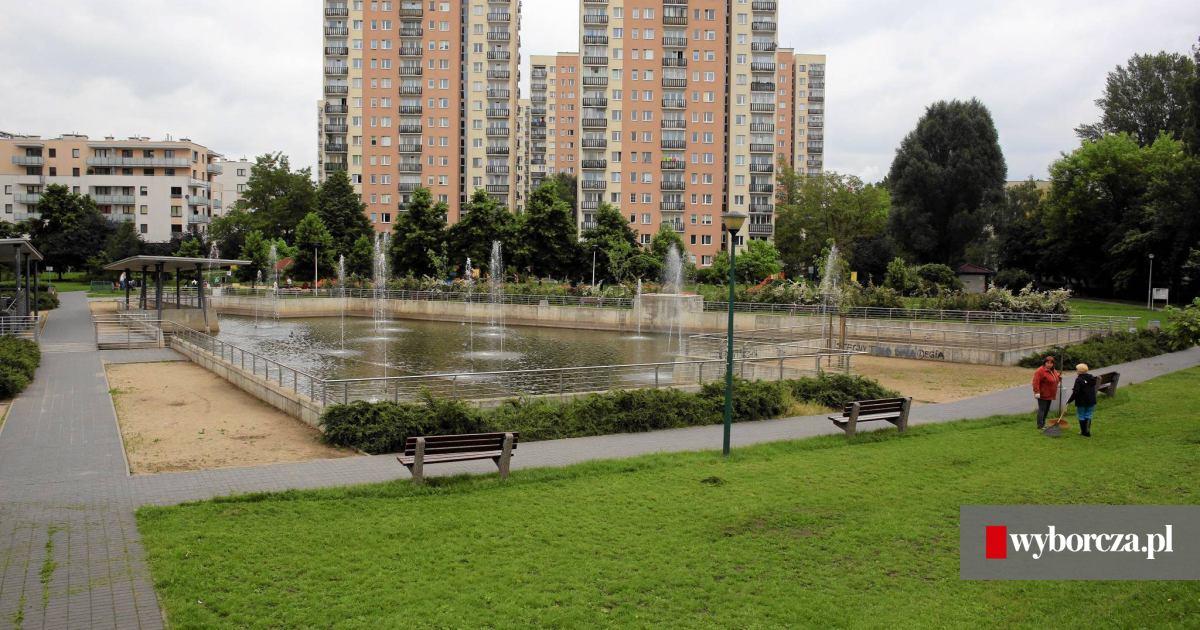 Cud na Stegnach: plac zabaw i fontanny między blokami