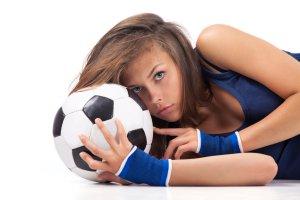 Wciągnij ją do swojego piłkarskiego świata