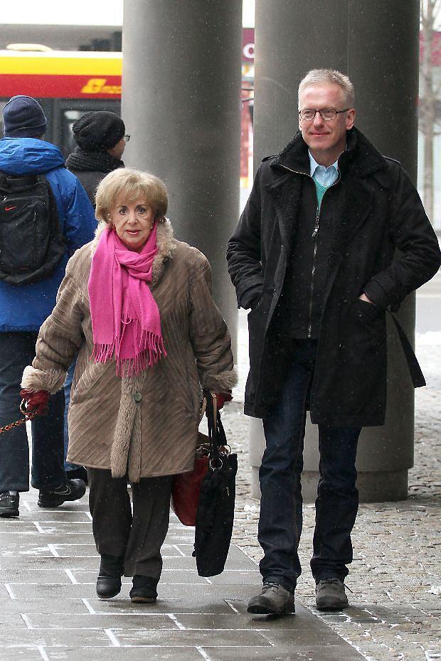 2013.02.17 Warszawa    Zofia Czerwinska i Mariusz Szczygiel     paparazzi    fot. win/eos