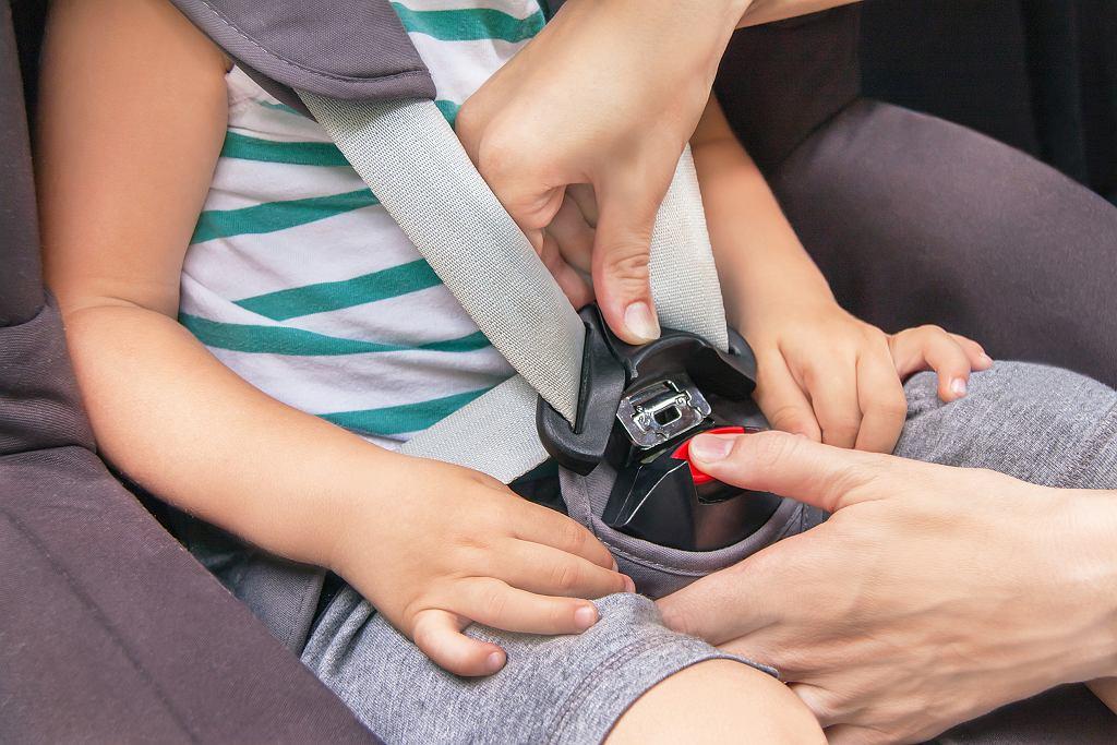 Bezpieczny fotelik samochodowy zależy od wielu czynników