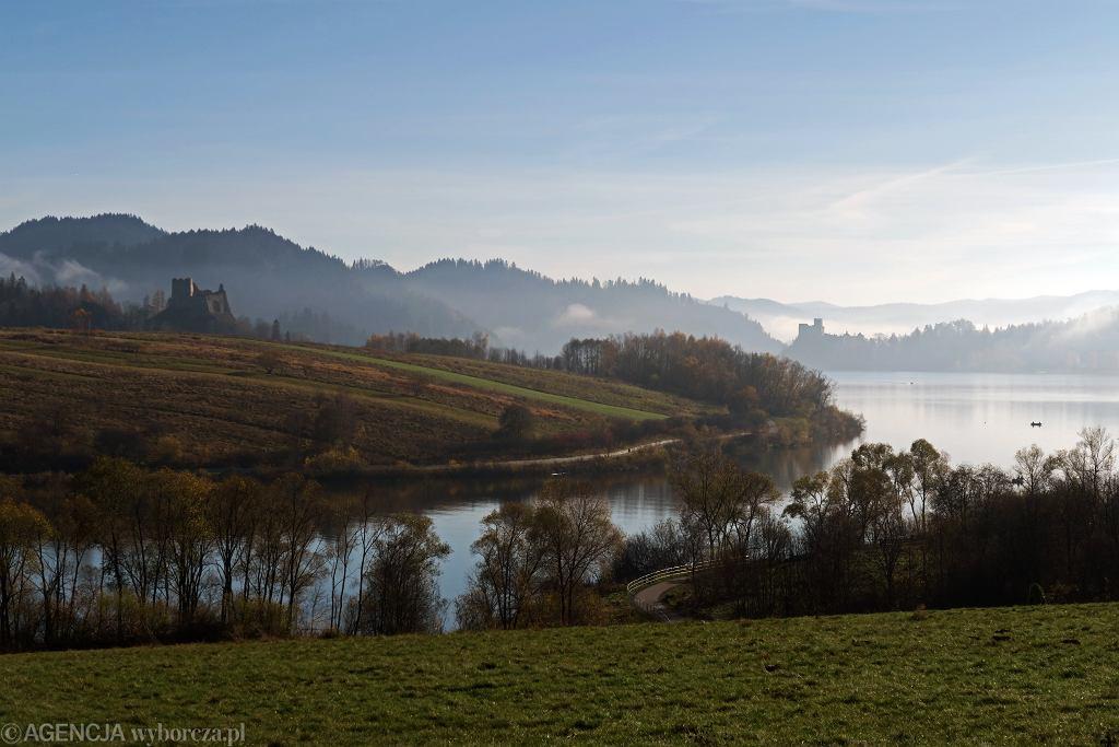 Pogoda w weekend 14 i 15 listopada 2020 r. Jesienne mgły nad Jeziorem Czorsztyńskim
