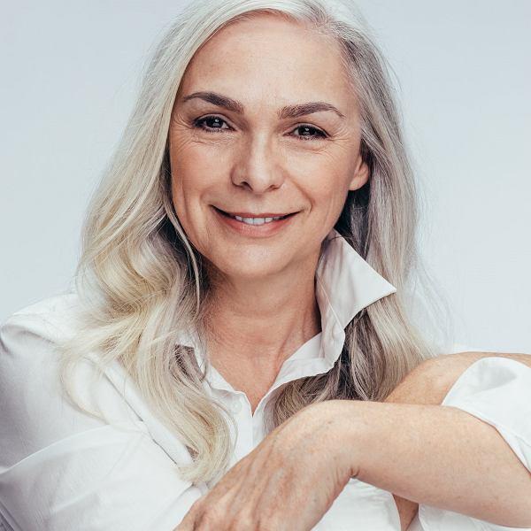 Menopauza to naturalny etap w życiu każdej kobiety. Obalamy mity o menopauzie.