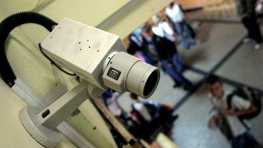 RODO robi porządek z monitoringiem w szkołach. Pomieszczenia z kamerami trzeba oznaczyć, nagrania kasować po 30 dniach