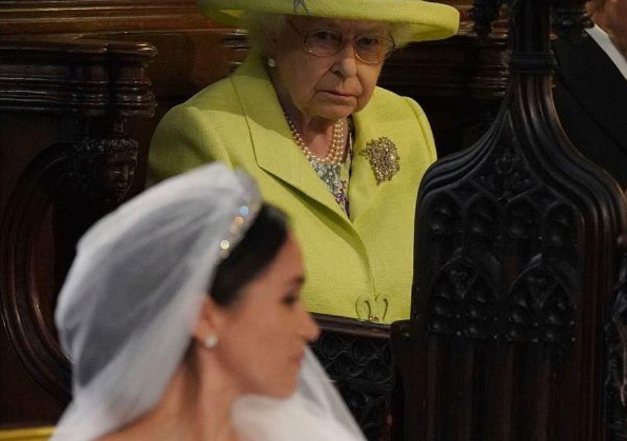 Jaki gest Meghan zniesmaczył Elżbietę II?