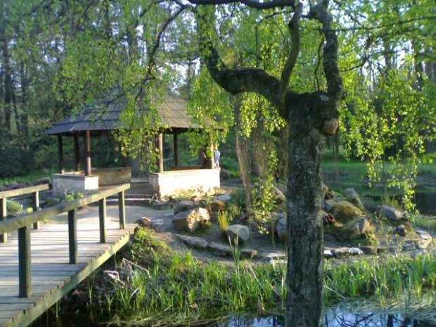 Ogród przy pałacu/ Fot. CC BY SA 2.5/ Sobol/ Wikimedia Commons