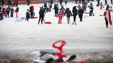 Tłumy na stoku narciarskim. Karetka nie mogła dojechać do dziewczynki