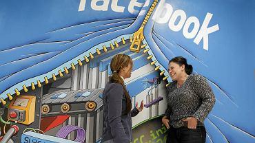 Pracownicy Facebooka w nowej siedzibie firmy w Menio Park w Kaliforni