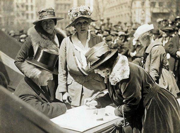 USA, 4 kwietnia 1918. Ignacy Jan Paderewski w trakcie zbiórki pieniędzy dla Polski. Wystawa 'From Poland With Love 1915-1926. Zapomniana historia wdzięczności'