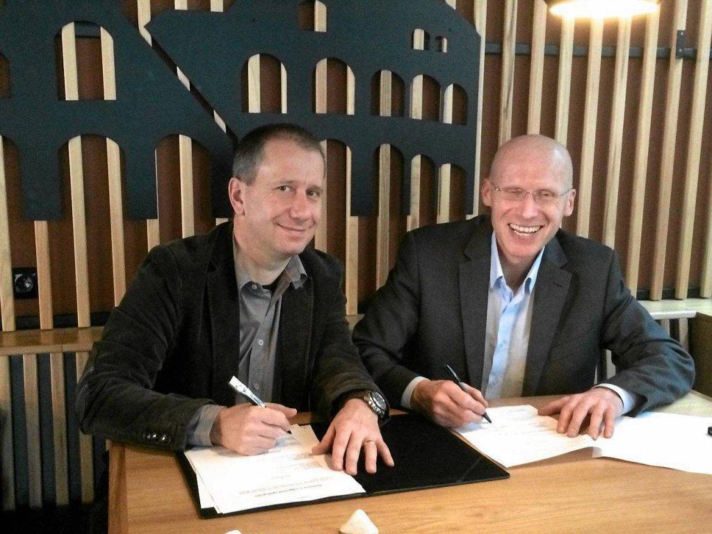 Bogdan Witwicki (Silesia Marathon) i Jaroslav Chlubna (Ostravsky Maraton) podpisują umowę o współpracy