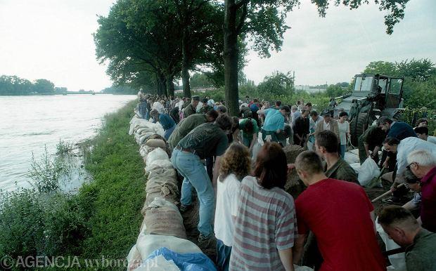 Zdjęcie numer 48 w galerii - 17 lat temu Odra zalała Wrocław. Tak wyglądało miasto [FOTO]