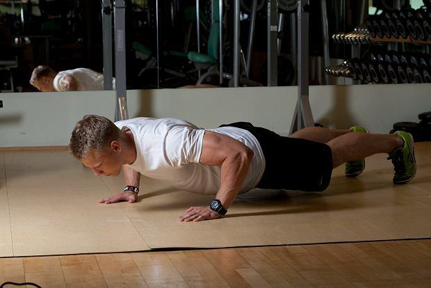 Siłownia bez tajemnic: sztanga na ławeczce, ćwiczenia
