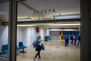 """W powrocie do szkoły mają pomóc programy Ministerstwa Edukacji. Czarnek: """"Dzieci zostaną przebadane z uwagi na problemy psychologiczne"""""""