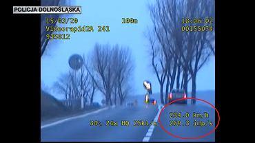 Dolny Śląsk. Uciekał przed policją z prędkością 230 km/h. Spowodował wypadek