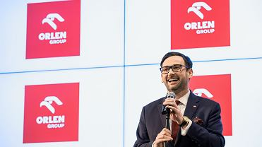 Prezes zarządu PKN Orlen Daniel Obajtek podczas konferencji prasowej w warszawskiej siedzibie koncernu, 13 lutego 2020