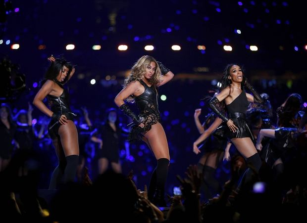 Beyonce (C) and Destiny's Child perform during the half-time show of the NFL Super Bowl XLVII football game in New Orleans, Louisiana, February 3, 2013. REUTERS/Jeff Haynes (UNITED STATES  - Tags: SPORT FOOTBALL ENTERTAINMENT)