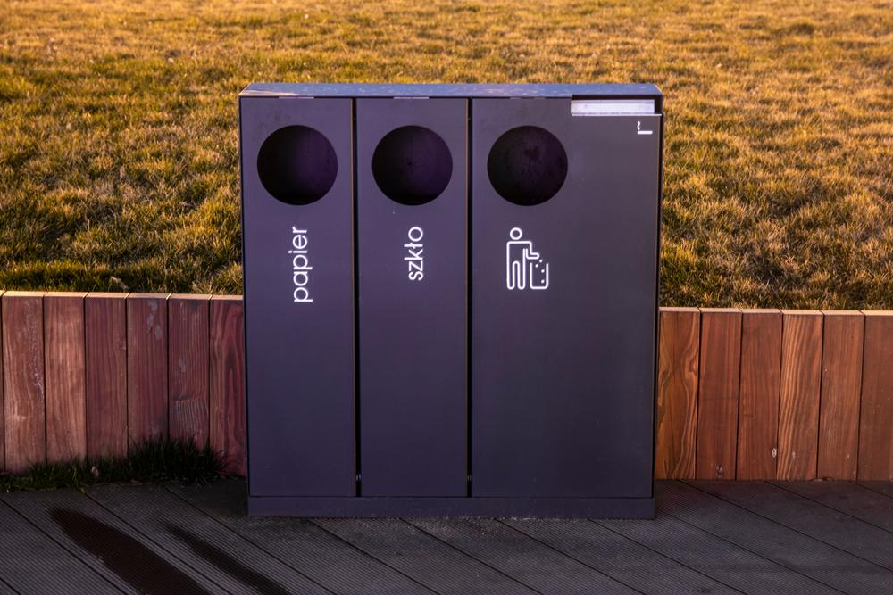 W 'Wysokich Obcasach' pojawił się artykuł, według którego 72 proc. Polaków deklaruje, że segreguje śmieci. Ale według danych Polskiego Zakładu Gospodarki Komunalnej robi to zaledwie 27 proc. (fot. Shutterstock)