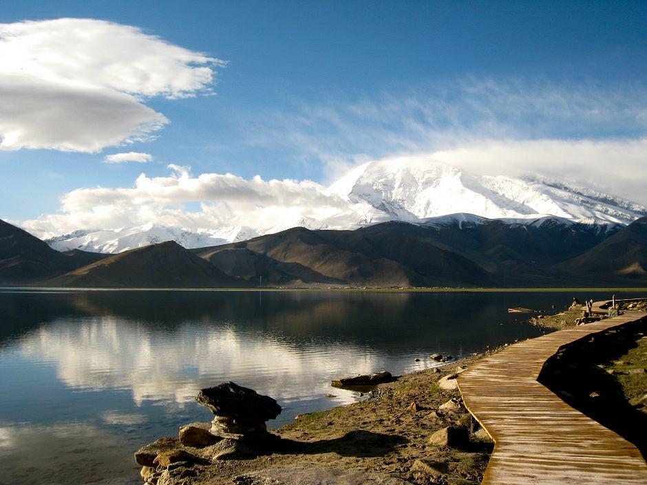 Jezioro Kara-kul w Tadżykistanie - zdjęcie ilustracyjne