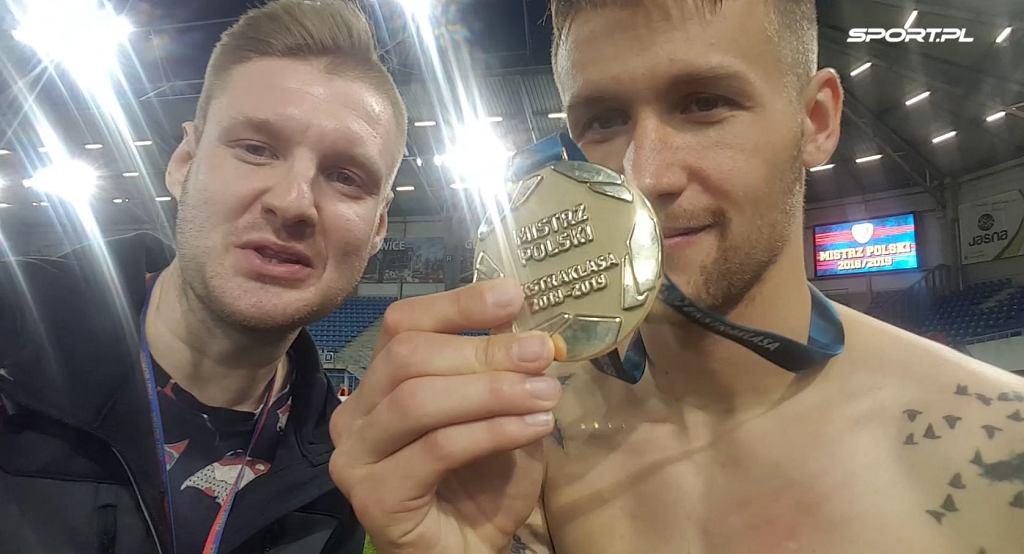 Piotr Parzyszek cieszy się ze zdobycia mistrzostwa Polski