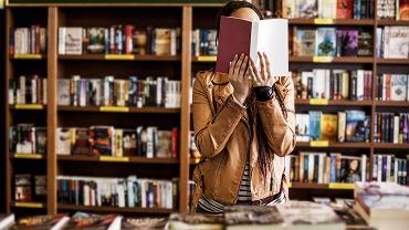 Książki biograficzne są często wybieranymi pozycjami. Zdjęcie ilustracyjne, LStockStudio/shutterstock.com