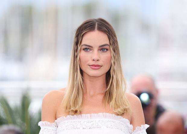 ,(190522) -- CANNES, May 22, 2019 (Xinhua) -- Actress Margot Robbie poses during a photocall for Once Upon a Time in Hollywood' during the 72nd Cannes Film Festival in Cannes, France, May 22, 2019. 'Once Upon a Time in Hollywood' will compete for the Palme dOr with 20 other films. (Xinhua/Gao Jing)