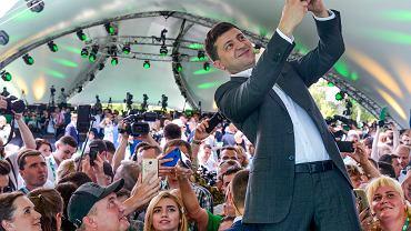 Prezydent Ukrainy Wołodymyr Zełenski na pierwszym kongresie swojej nowej partii 'Sługa Narodu', Ogród Botaniczny w Kijowie, 9.06.2019