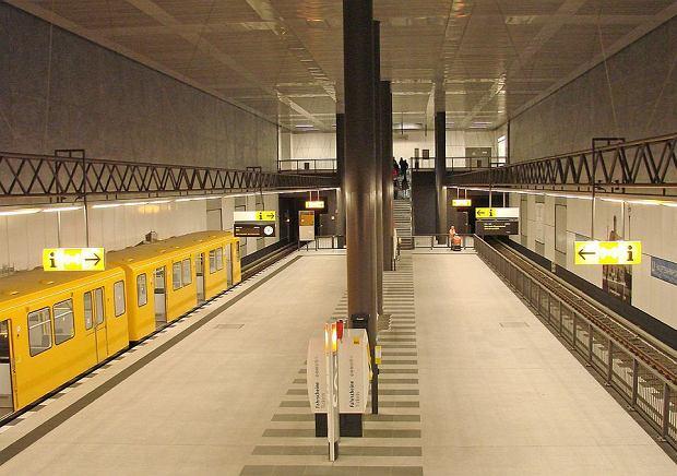 Kolej miejska metro. U-Bahn Berlin / Flickr.com / Jorbasa