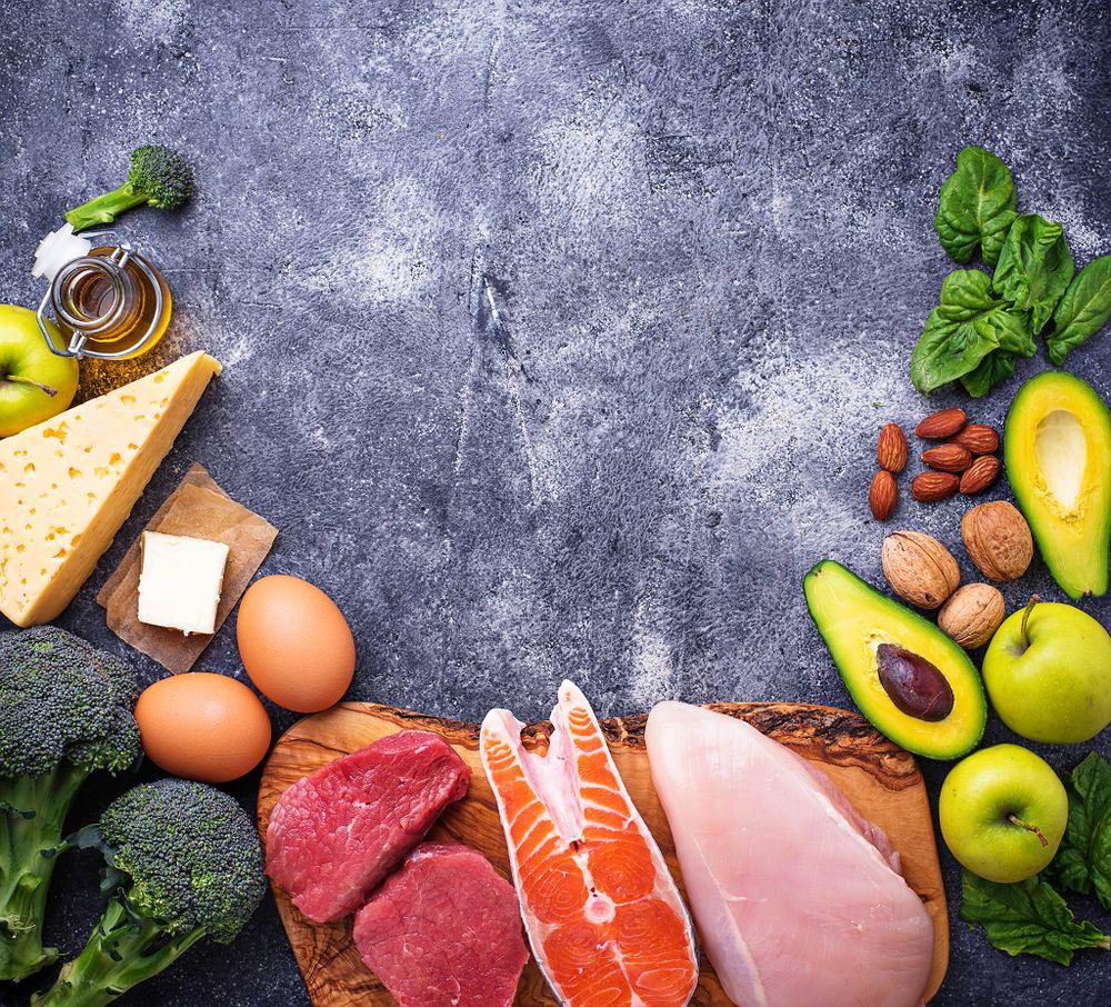 Dieta ketogenna polega na ograniczenie spożycia węglowodanów, na rzecz tłuszczów