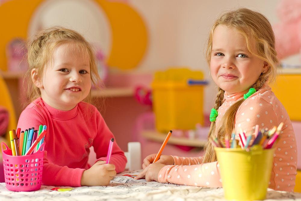 Dziewczynki w przedszkolu