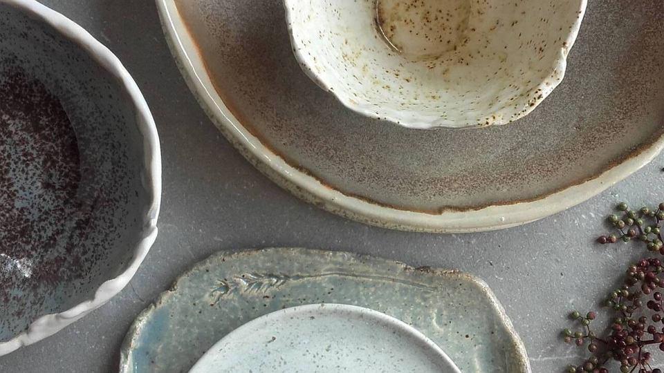 Polska ceramika PatPottery. To niezwykła sztuka użytkowa, w której każde naczynie ma nieco inny kształt, kolor i strukturę.