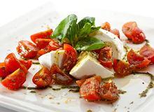 Sałatka Caprese z pomidorkami koktajlowymi i zielonym pesto - ugotuj