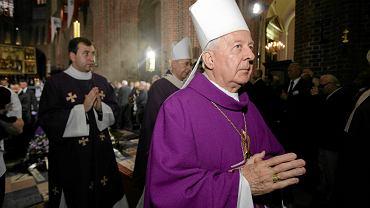 Arcybiskup Juliusz Paetz podczas pogrzebu Stefana Stuligrosza, Ostrów Tumski, Poznań, 23 czerwca 2012. Hierarcha, na którym ciążą zarzuty o molestowanie kleryków przez lata bez żadnych przeszkód pokazywał się publicznie na najważniejszych uroczystościach kościelnych.