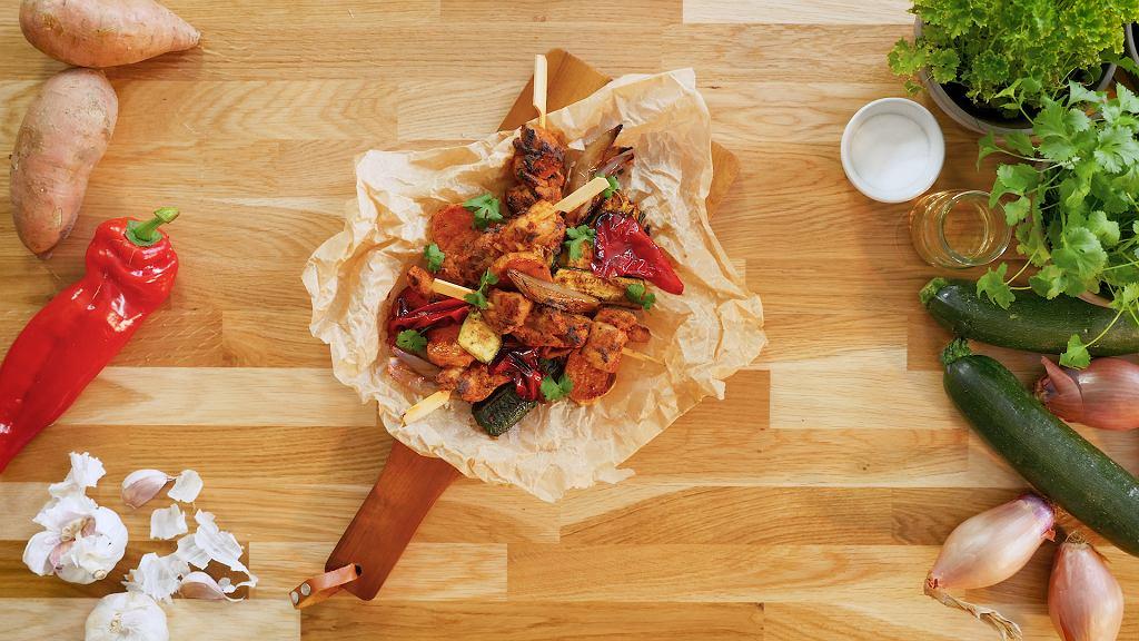 Yakitori z kurczaka marynowanego w ajvarze