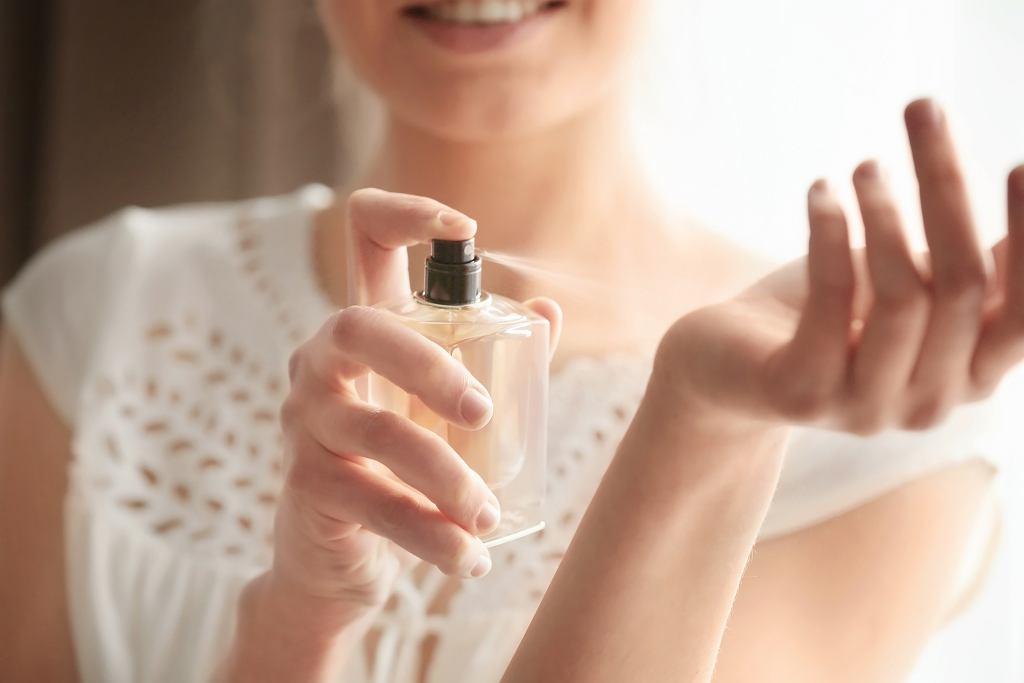 Rossmann wyprzedaje kultowe perfumy dla kobiet. Trwałe zapachy idealne na lato nawet o 50% taniej (zdjęcie ilustracyjne)