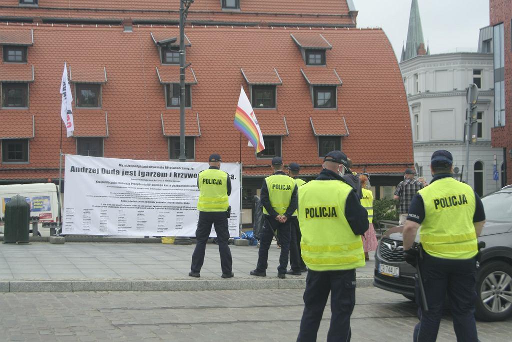 https://bi.im-g.pl/im/7b/da/18/z26058875IH,Baner-Obywateli-RP-w-Bydgoszczy.jpg