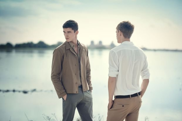 Trendy w modzie męskiej: wiosna w kolorze pustyni