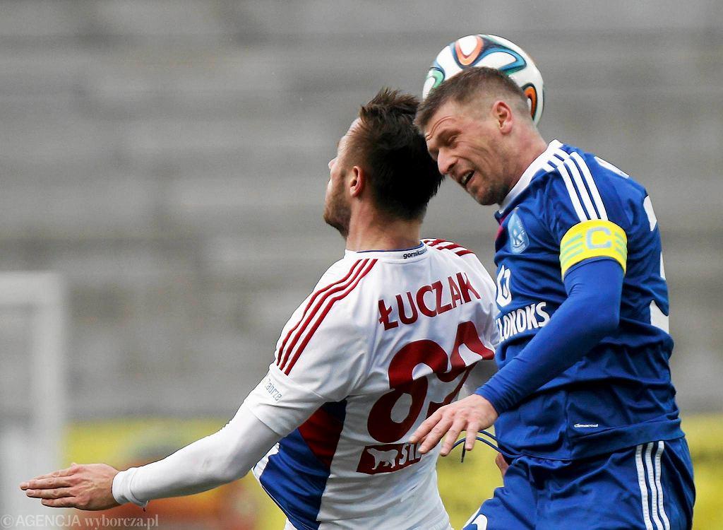 Marcin Malinowski (z prawej) w meczu Górnik Zabrze - Ruch Chorzów 2:2