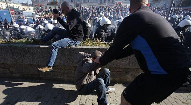PO sobotnim Marszu Równości w Lublinie 16 osób usłyszało zarzuty, za zakłócanie imprezy, ataki na policjantów