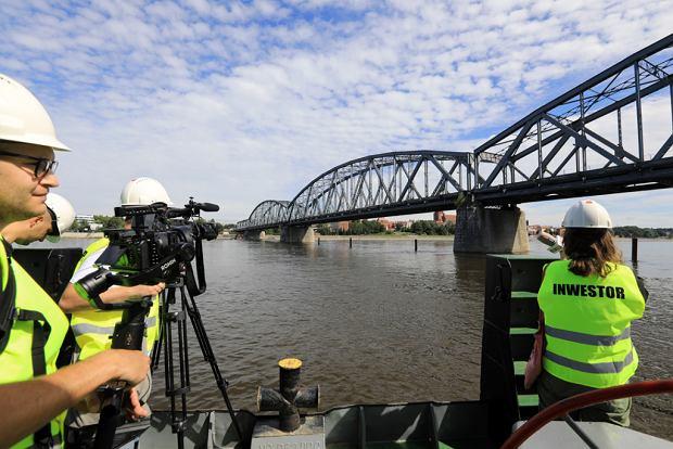 Zdjęcie numer 28 w galerii - Dziennikarze sprawdzali, jak przebiega rozbudowa starego mostu za 123 mln zł [GALERIA]
