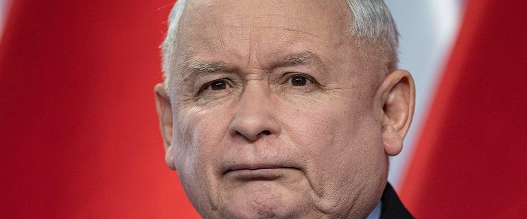 """Jarosław Kaczyński zaliczył modową wpadkę. """"Chciał pokazać, że ma wiele par butów"""""""