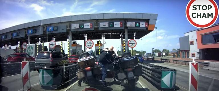Bójka na A4. Bezczelny motocyklista sprowokował czeskiego kierowcę [WIDEO]