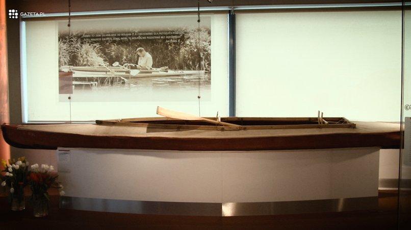 Niezwykły przedmiot w muzeum sportu. Kaja, którym pływał Jan Paweł II