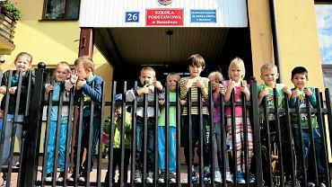 W szkole podstawowej w Berezówce na Lubelszczyźnie, którą prowadzi stowarzyszenie rodziców i nauczycieli, uczy się ok. 70 dzieci. Obecnie jest tam więcej cudzoziemców niż Polaków. To Ukraińcy, Gruzini i Czeczeni. Wkrótce mogą się tu uczyć również mali Syryjczycy