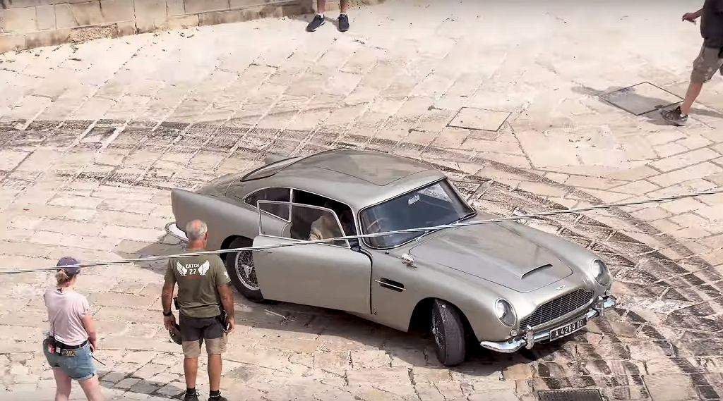 Aston Martin DB5 na planie 'No Time to Die'
