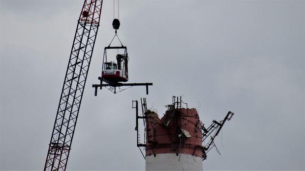 Zdjęcie numer 0 w galerii - Wielkie kominy metr po metrze znikają z krajobrazu Bielska-Białej [ZDJĘCIA]